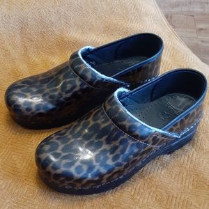 DANSKO Leopard Shiny Leather Clogs 39 / 9